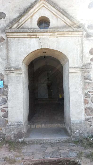 Eingang Kirche St. Petri in Benz