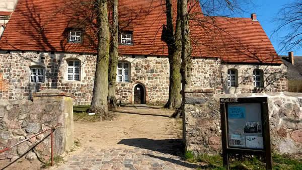 Seitenansicht Kirche St. Petri in Benz